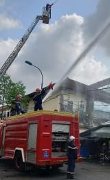 Diễn tập chữa cháy, cứu hộ tại chợ Tân An bằng tình huống giả định