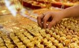 """Giá vàng trong nước tiếp tục tăng mạnh, vàng thế giới """"giậm chân tại chỗ"""""""