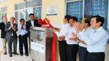 Nguyên Chủ tịch nước Trương Tấn Sang trao hệ thống lọc nước và học bổng tại huyện Vĩnh Hưng