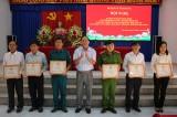 Tân Hưng khen thưởng 15 tập thể, 30 cá nhân thực hiện tốt Chỉ thị 05 của Bộ Chính trị