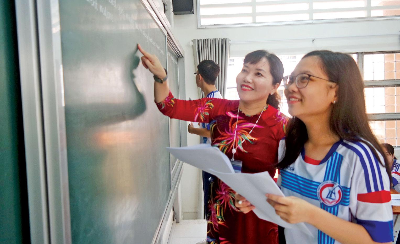 Trong  công tác chuyên môn, cô Lê Thị Tường Vân luôn nỗ lực tự học, tự rèn luyện nâng cao kiến thức, chuyên môn, nghiệp vụ để phục vụ công tác dạy học thật hiệu quả