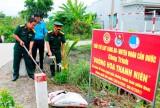 Bộ Chỉ huy Quân sự tỉnh tặng 400 phần quà và trồng cây tại Cần Đước
