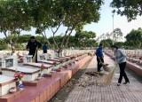 Đoàn viên, thanh niên ra quân dọn vệ sinh tại Nghĩa trang liệt sĩ tỉnh Long An