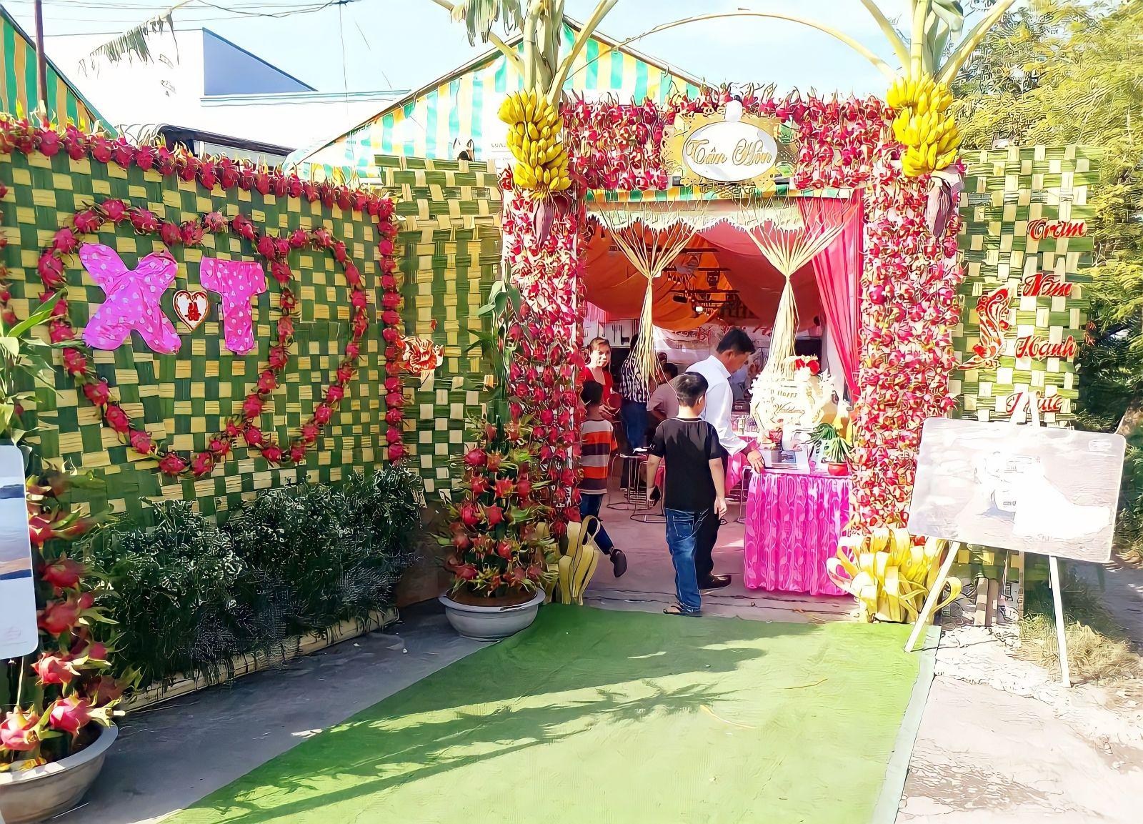 Cổng cưới độc đáo trong ngày trọng đại của anh Xuân
