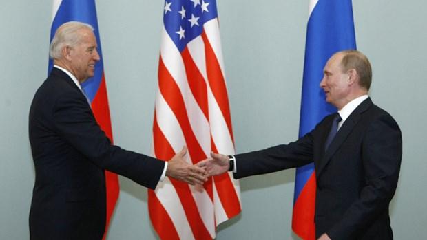 Tổng thống Nga Vladimir Putin gặp ông Joe Biden khi còn Phó Tổng thống Mỹ tại thủ đô Moskva ngày 10/3/2011. (Ảnh:TASS)