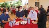 Phó Chủ tịch UBND tỉnh - Phạm Tấn Hòa thăm hỏi gia đình các nạn nhân trong vụ cháy ở TP.HCM