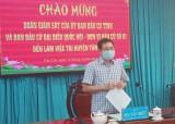 Phó Chủ tịch HĐND tỉnh - Mai Văn Nhiều kiểm tra công tác bầu cử tại huyện Tân Trụ