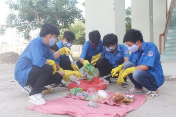 Trường Cao đẳng Long An: Chung tay bảo vệ môi trường