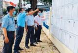 Ban Tuyên giáo Tỉnh ủy kiểm tra công tác tuyên truyền bầu cử tại huyện Cần Giuộc