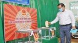 Bí thư Tỉnh ủy - Nguyễn Văn Được dự khai mạc bầu cử và bỏ phiếu tại khu vực bầu cử số 1, thị trấn Bến Lức