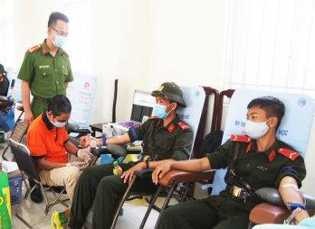 Thanh niên tình nguyện hiến máu vì cộng đồng