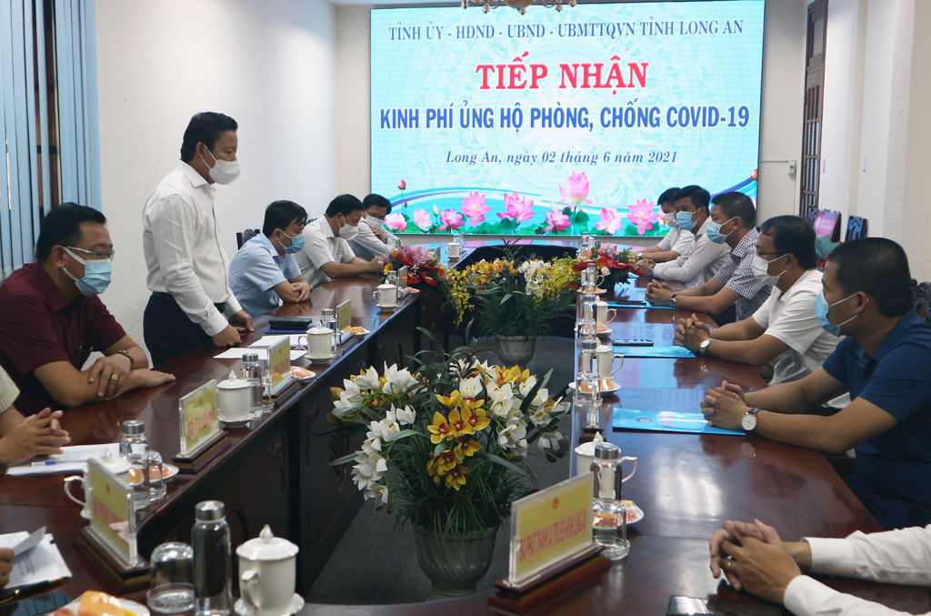 Vice Chairman of the Provincial People's Committee - Pham Tan Hoa expresses his gratitude to the supporting units