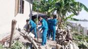 Bí thư Thành ủy Tân An khảo sát các hộ bị sạt lở tại xã Lợi Bình Nhơn