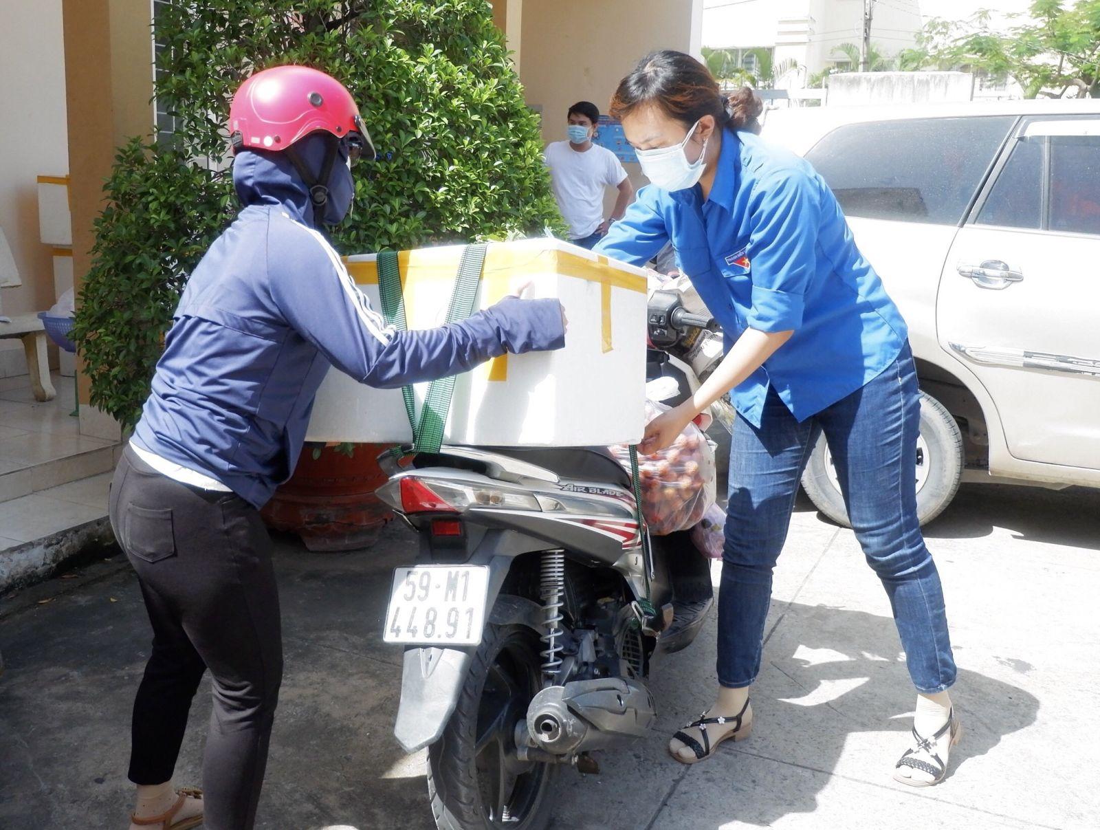 Đoàn viên, thanh niên phấn khởi hỗ trợ vận chuyển vải thiều
