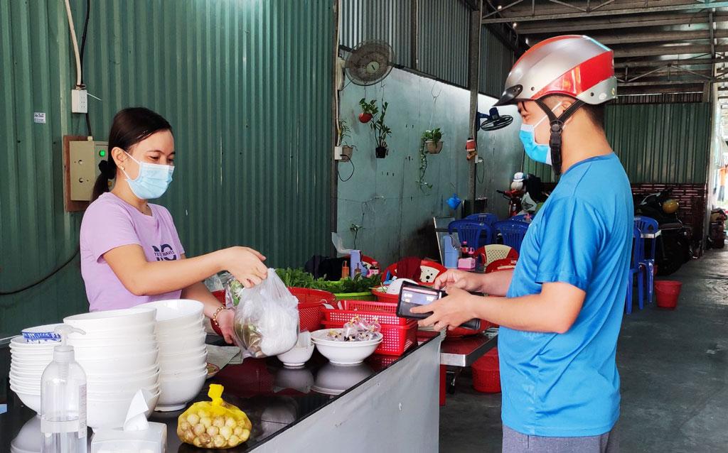 Long An: Ngưng phục vụ tại chỗ các quán ăn, uống, giải khát đối với các huyện có ca nhiễm Covid-19