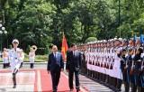 Chủ tịch nước Nguyễn Xuân Phúc chủ trì đón Tổng Bí thư, Chủ tịch Lào