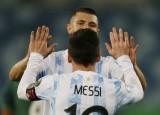 Messi tỏa sáng giúp Argentina xếp đầu bảng A, gặp Ecuador ở tứ kết Copa America