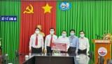 Agribank Chi nhánh tỉnh Long An trao 100 triệu đồng ủng hộ công tác phòng, chống dịch tại Bệnh viện Đa khoa Long An