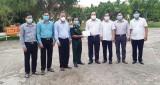 Phó Chủ tịch UBND tỉnh tặng quà gia đình chính sách và lực lượng làm nhiệm vụ phòng, chống dịch Covid-19 huyện Châu Thành