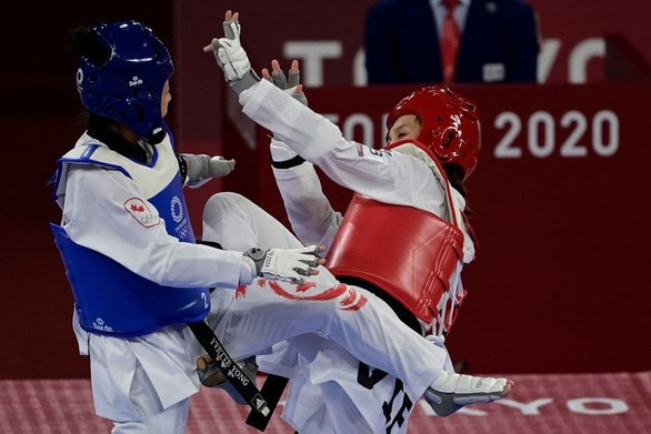 Truong Thi Kim Tuyen advances to the quarter-finals of the women's 49kg category taekwondo event. (Photo: AFP/VNA)