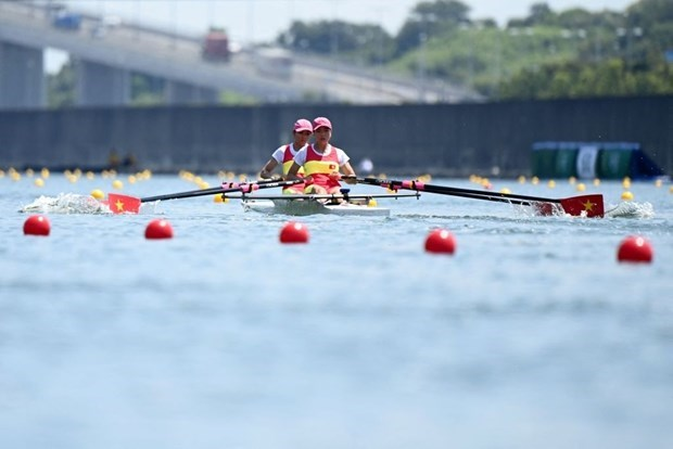 The Vietnamese rowing pair at the first official day of competition at the Olympics. (Photo: AFP/VNA)
