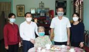 Bí thư Thành ủy Tân An thăm Mẹ Việt Nam Anh hùng nhân ngày 27/7