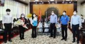 Quỹ từ thiện Kim Oanh trao tặng vật tư y tế cho tỉnh Long An