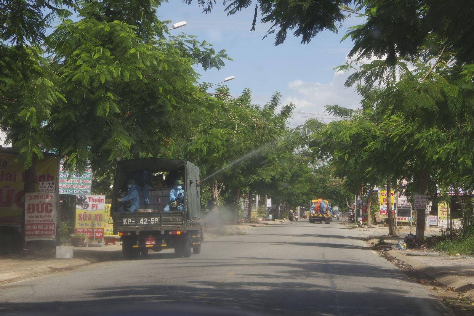 Phun khử khuẩn tại huyện Cần Giuộc