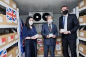 Việt Nam tiếp nhận 415.000 liều vaccine do Chính phủ Anh trao tặng