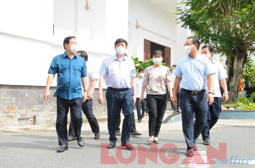 Minister of Health - Nguyen Thanh Long comes to survey and choose the location to establish the CIRC in Long An