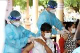 Campuchia tiêm mũi tăng cường cho lực lượng tuyến đầu ở biên giới