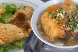 Hủ tiếu nước lèo da heo chiên giòn - 'siêu phẩm' lạ mà quen ở Sài Gòn