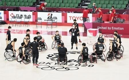 Đội tuyển bóng rổ nam Nhật Bản tập luyện trước thềm Paralympic Tokyo 2020, ngày 22/8/2021. (Ảnh: Kyodo/TTXVN)