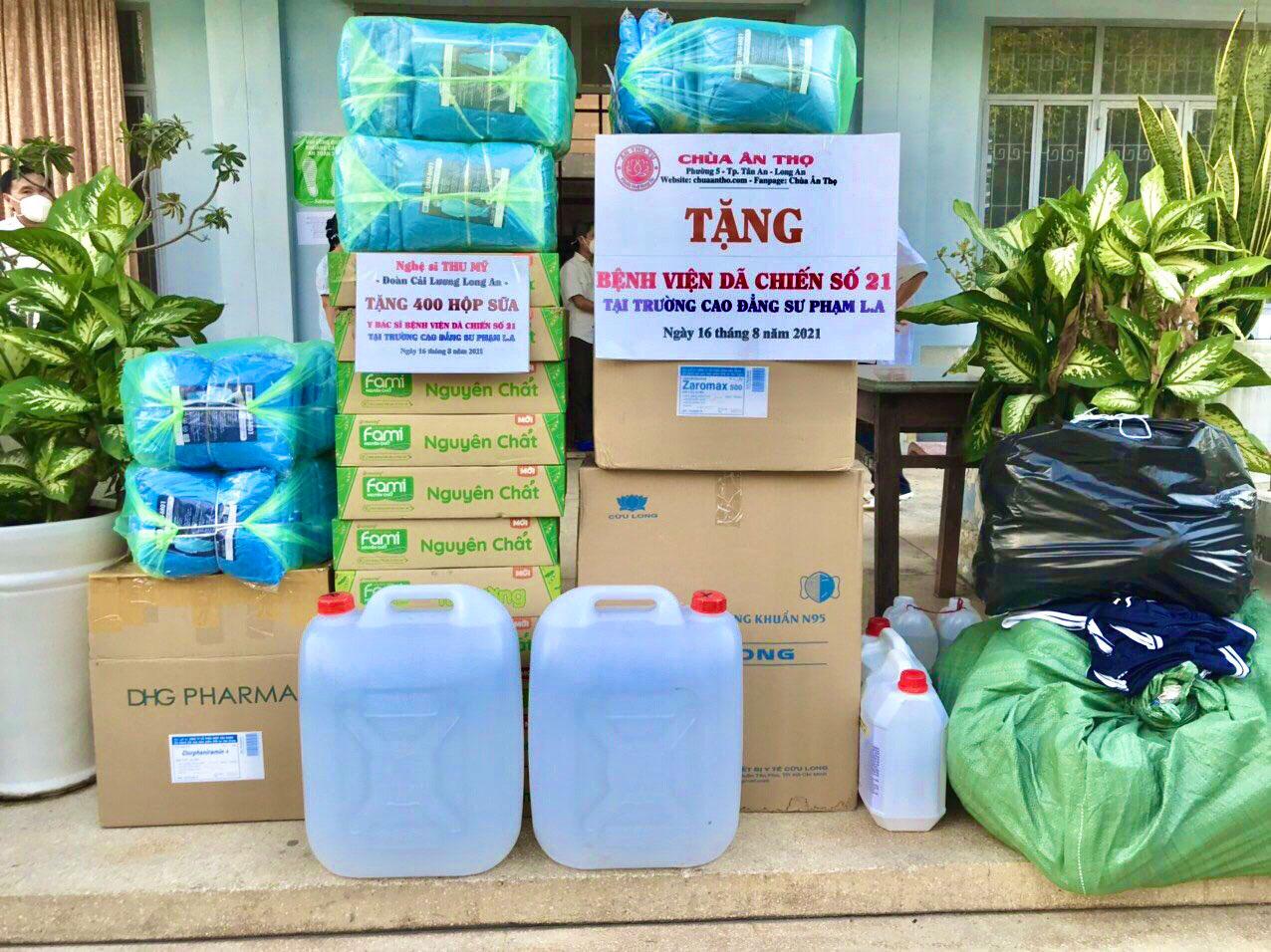 Nghệ sĩ Thu Mỹ trích một phần kinh phí mua 600 hộp sữa góp cùng nguồn quỹ của chùa Ân Thọ tặng bệnh viện dã chiến tại Tân An (Ảnh do nhân vật cung cấp)