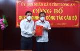 Trao quyết định nghỉ hưu cho Phó Chánh Văn phòng UBND tỉnh Long An – Nguyễn Văn Hòa