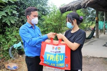 Huyện đoàn Cần Đước thực hiện chương trình 'Triệu túi an sinh'