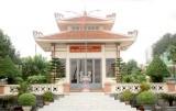 Ngôi đền nhỏ hướng ra dòng Vàm Cỏ Tây