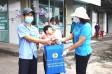 Liên đoàn Lao động tỉnh tổ chức 'Trao sữa yêu thương - Ấm tình Công đoàn' tại huyện Cần Đước