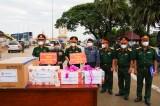 Bộ Chỉ huy Quân sự tỉnh Long An tặng gạo cho các đơn vị quân đội Campuchia