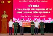 Bộ CHQS tỉnh Long An tiếp nhận 5 tấn gạo hỗ trợ các đơn vị phòng, chống dịch