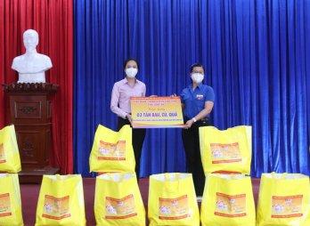 Trao tặng 400 túi quà an sinh tại huyện Đức Hòa
