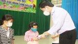 Tặng quà Trung thu cho trẻ em khó khăn tại Châu Thành