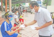 Secretary of Provincial Party Committee – Nguyen Van Duoc presents Mid-Autumn Festival gifts for disadvantaged children