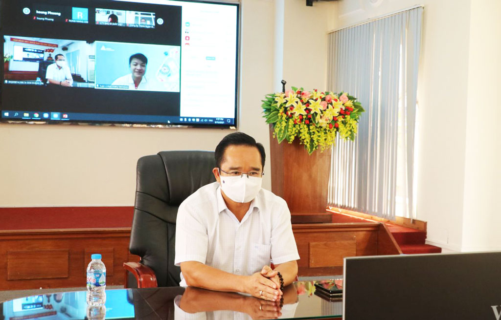 Secretary of the Provincial Party Committee, Chairman of the People's Council of Long An Province - Nguyen Van Duoc has a dialogue with businesses