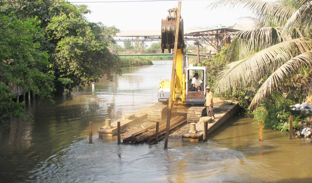 The flow next to Highway 62, the section through Thanh Hoa district is dredged and made clearance (Illustrative photo)