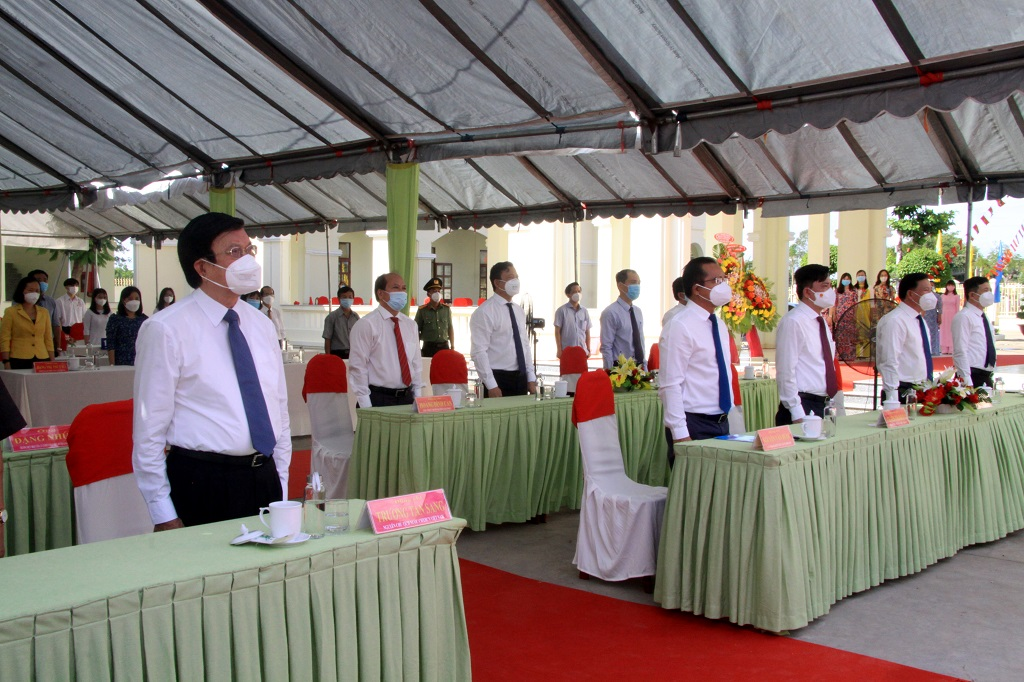 Delegates participate in the flag-saluting ceremony at the Opening Ceremony