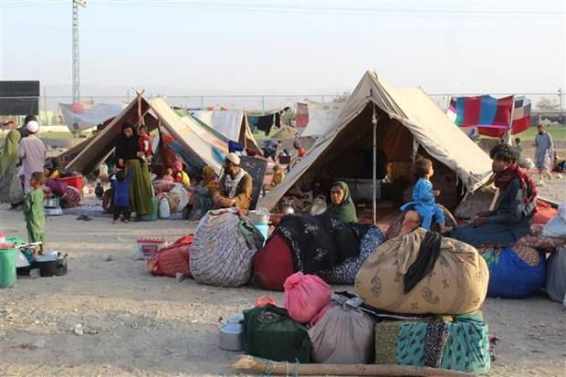 Người tị nạn Afghanistan tại các khu lều tạm ở khu vực biên giới giữa Afghanistan và Pakistan. (Ảnh: AFP/TTXVN)
