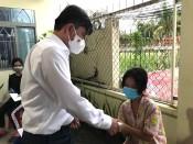 Phó Bí thư Thường trực Tỉnh ủy trao quà Tết Trung thu cho trẻ em huyện Cần Giuộc