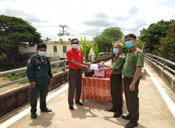 Hỗ trợ kinh phí và quà cho Campuchia phòng, chống dịch Covid-19