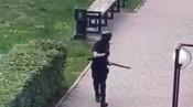 Khoảnh khắc sát thủ tiến vào trường học và giết nhiều người ở Nga